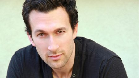 Aaron Lazar will play the Birdland Theater